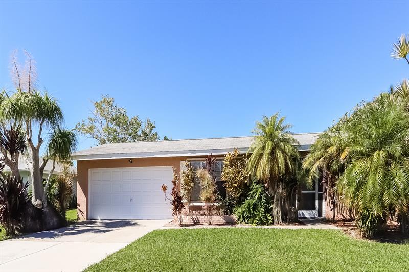 Photo of 3926 SE 19th Ave, Cape Coral, FL, 33904