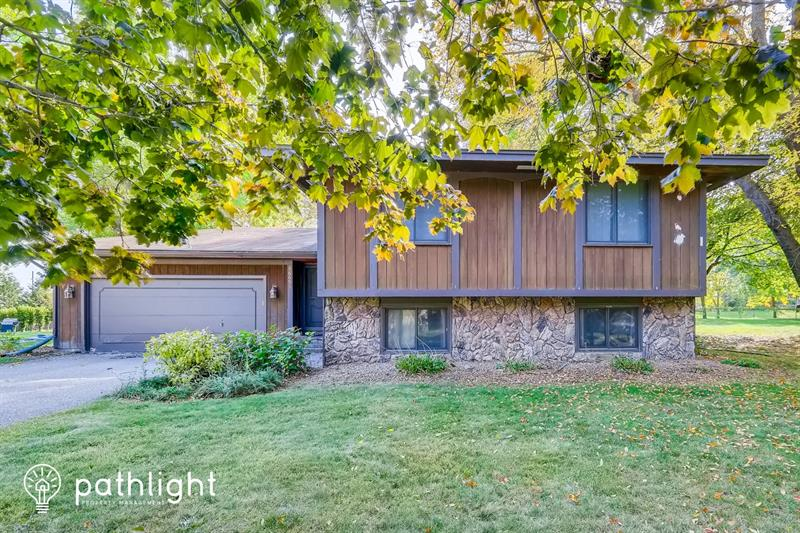 Photo of 16691 N Hillcrest Ct, Eden Prairie, MN, 55346