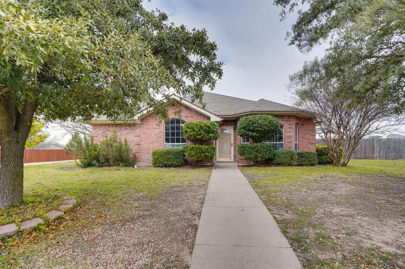 Photo of 1121 High Point Dr, Midlothian, TX, 76065