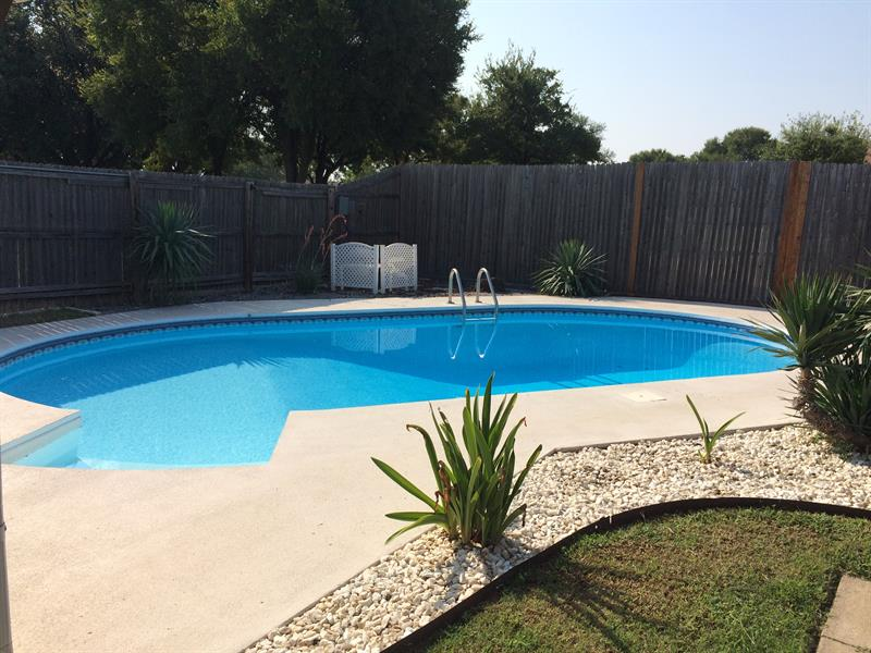 Photo of 502 Woodcastle Dr, Garland, TX 75040