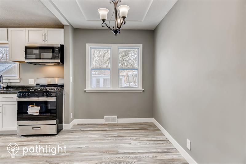 Photo of 623 Larpenteur Avenue E, Maplewood, MN, 55117