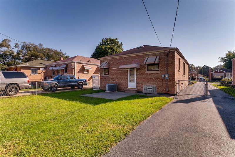 Photo of 9008 S. Utica Ave., Evergreen Park, IL, 60805