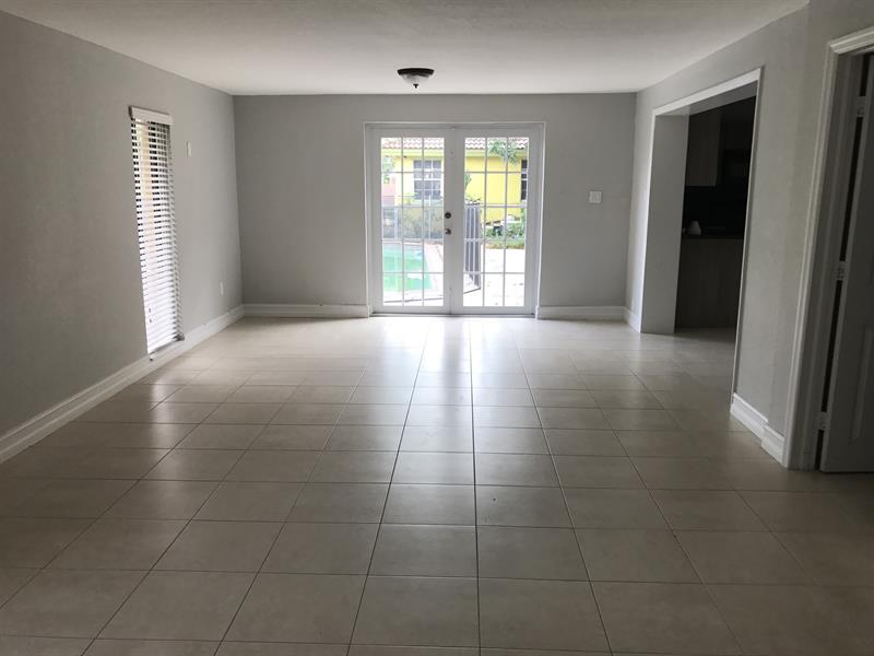 Photo of 342 NW 47th Ave, Plantation, FL 33317