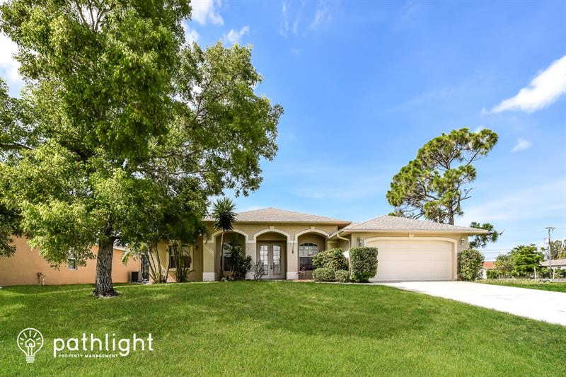 Photo of 1812 SW 40th St, Cape Coral, FL, 33914