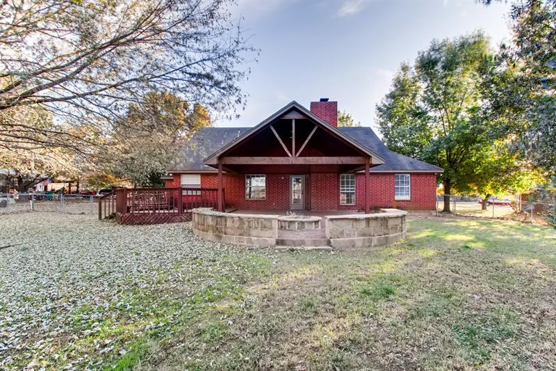 Photo of 616 W Walcott St, Pilot Point, TX, 76258