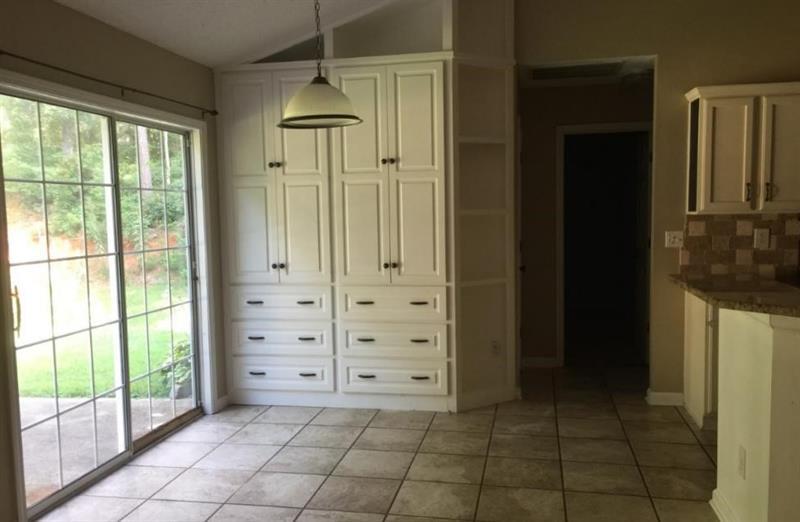 Photo of 213 Oak Hollow Ct, White, GA, 30184