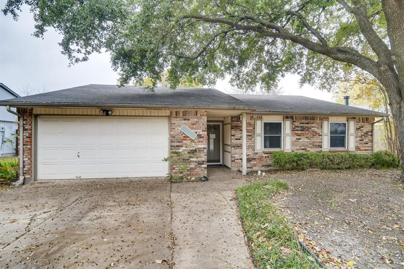 Photo of 6026 Lakecrest Dr, Garland, TX 75043