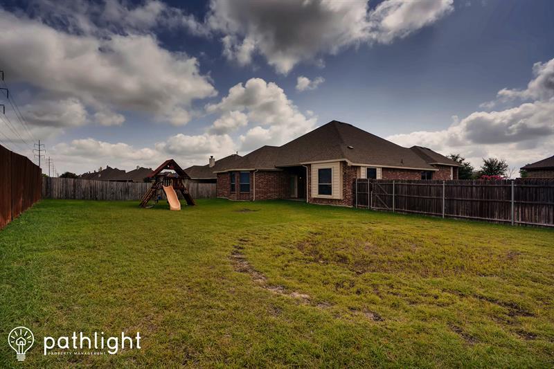 Photo of 104 Sports Row, Waxahachie, TX, 75165