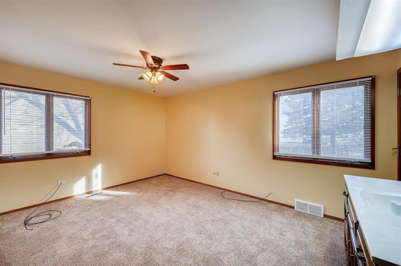 Photo of 10 Crofton Rd, Oswego, IL, 60543