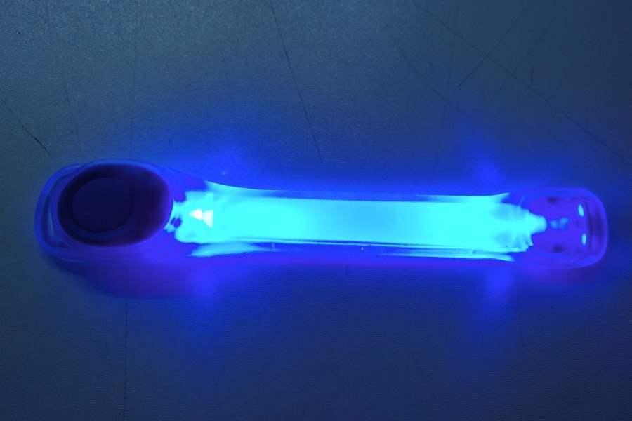 Licht Voor Hardlopen : Arm verlichting voel jezelf veilig in het donker met de juiste