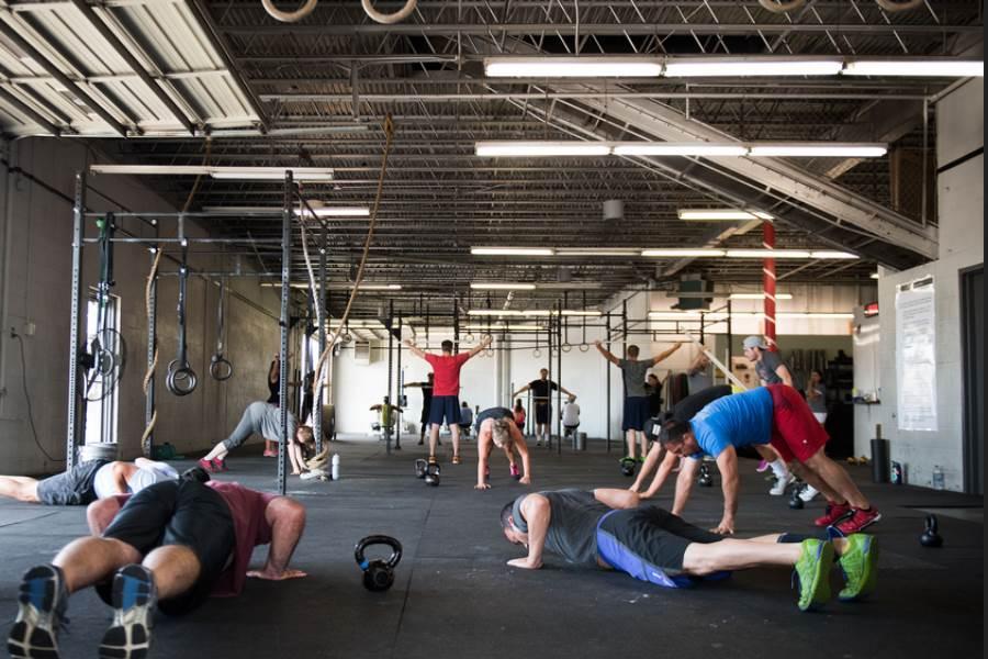 Crossfit | Indoor afwisselende leuke fitness trainingen in groepsverband houden het echt leuk