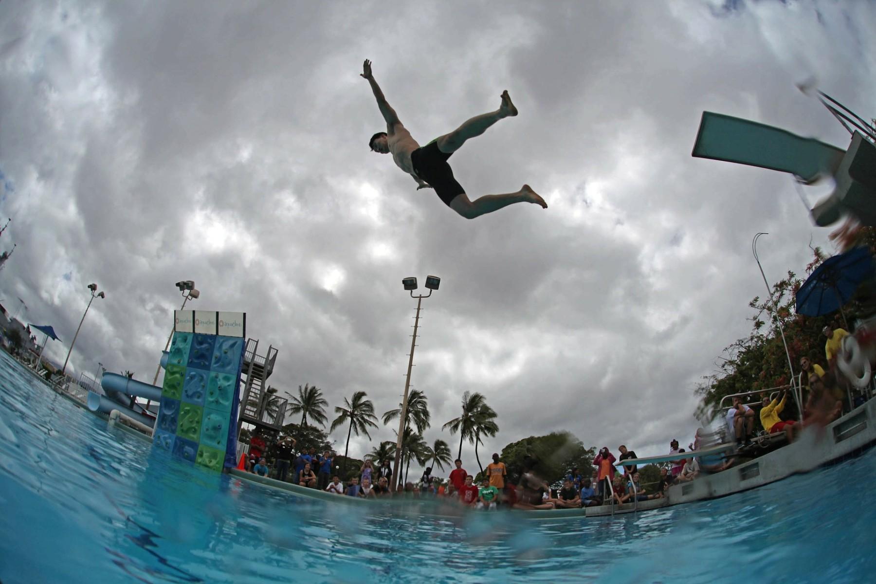 swimming-pool-79586_1920