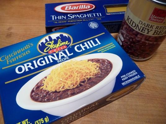 Chili, pasta and dark kidney beans