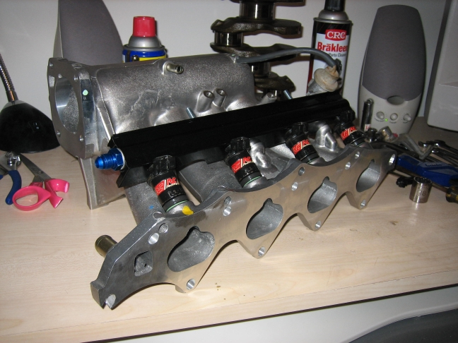 intake_mani_with_FR_and_injectors_1.jpg