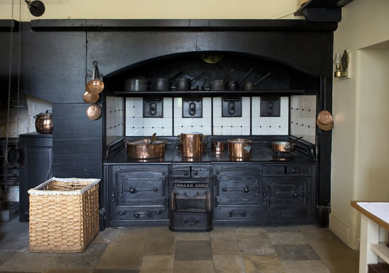 Australia's 2019 Top Kitchen Design Trends [Updated] - All Black Cabinets