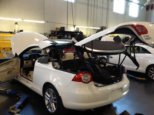 Volkswagen EOS top in service position