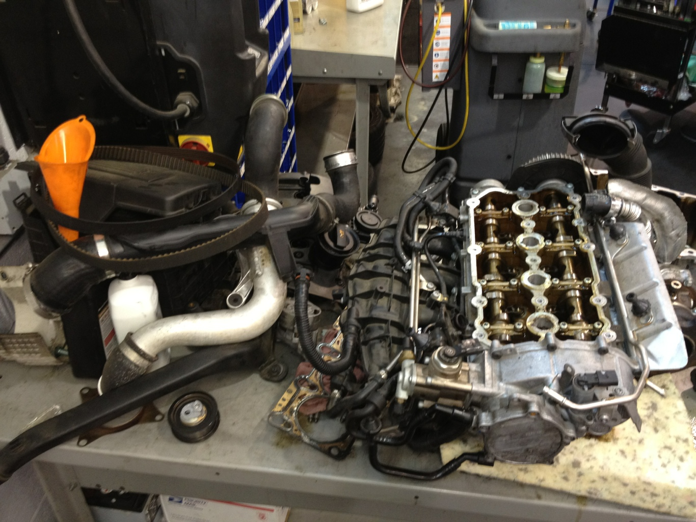 2.0t VW cylinder head removed due to oil consumption