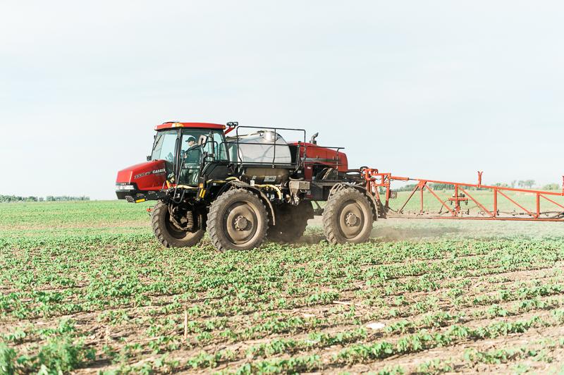 sprayer farming pesticide use spraying pesticides