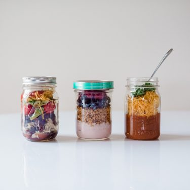 Quick and healthy mason jar meals for breakfast, lunch and dinner.