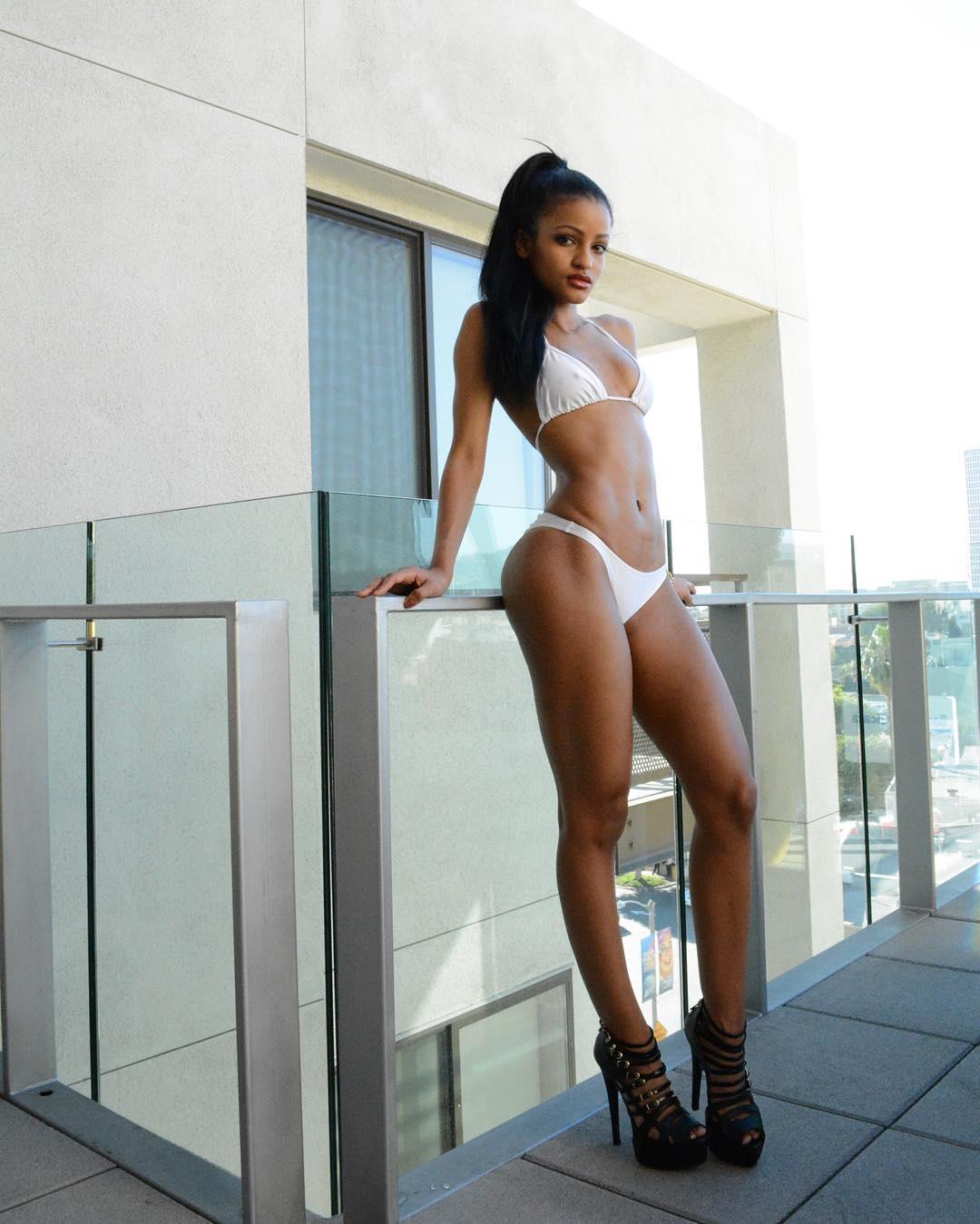 Sexy Sunday Jaye Carrero Hwing