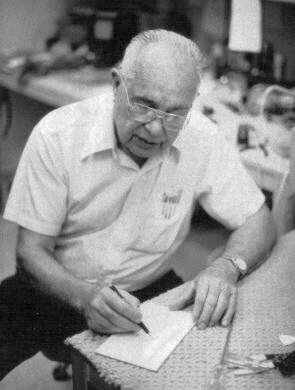 Clarence Leonidas Fender (10/08/1909 - 21/03/1991)