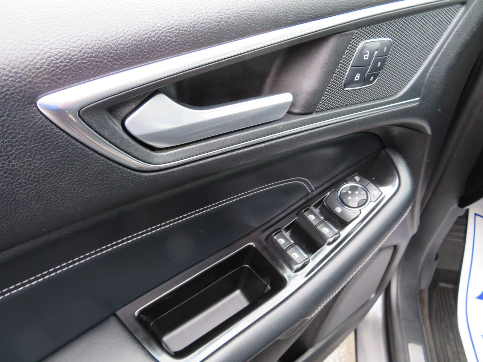 Pre-Owned 2017 Ford Edge Titanium AWD