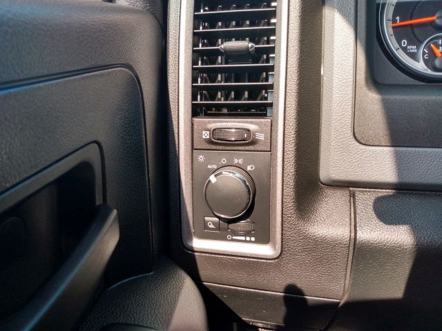 2014 Ram 1500 4WD Crew Cab 140.5 Tradesman Crew Cab Pickup  23