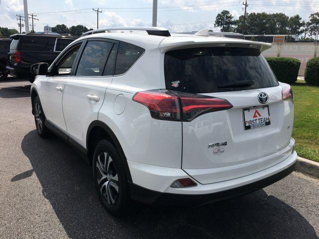 2018 Toyota RAV4 LE FWD SUV  11