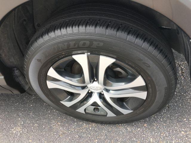 2018 Toyota RAV4 LE FWD SUV  24