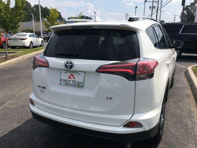 2018 Toyota RAV4 LE FWD SUV  8