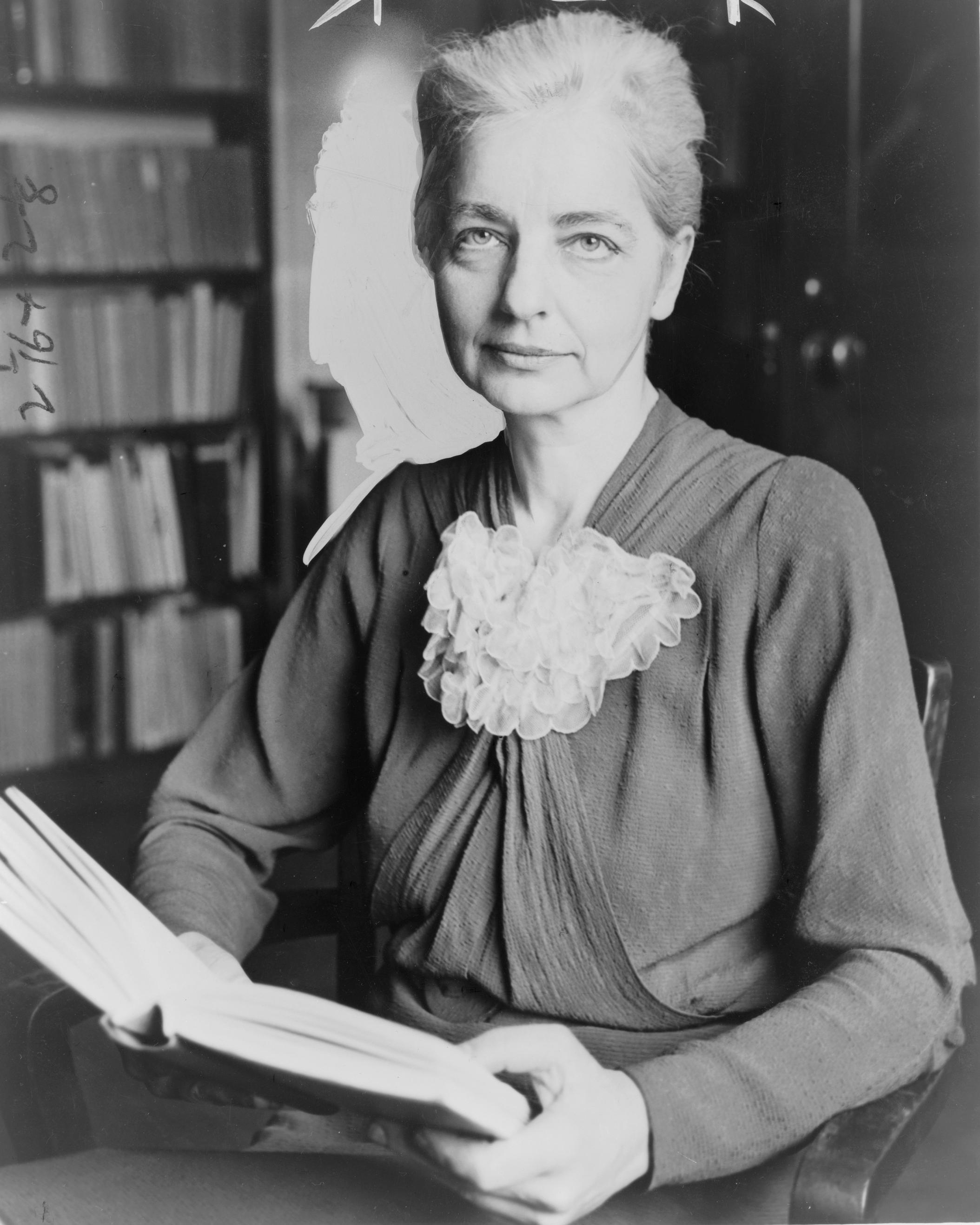 Ruth Benedict, autora de El Crisantemo y la espada