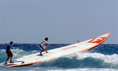 worlds-longest-surfboard