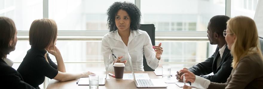 A diferença entre gestão e liderança