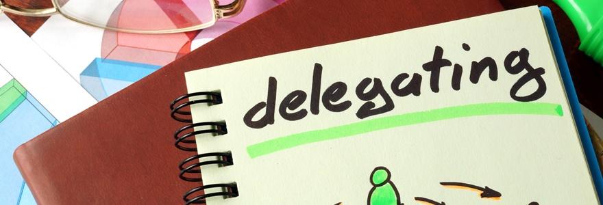 O que é a delegação de poderes e por que deve ser feita com responsabilidade