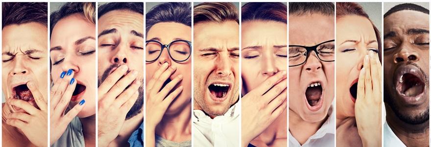 Várias pessoas expressando cansaço