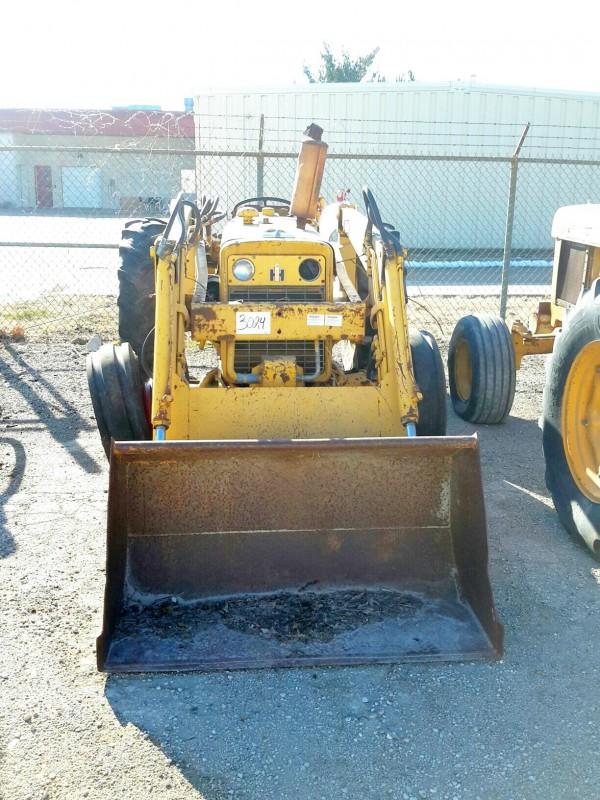 Ih 2424 Tractor Loader : Ibid lot international tractor w bucket