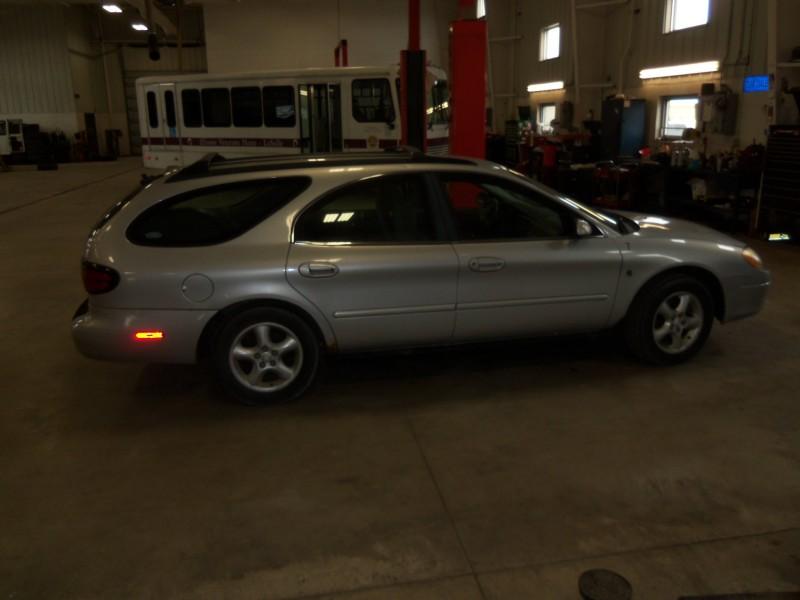 Ibid 33402 - 2001 Silver Ford Taurus Wagon