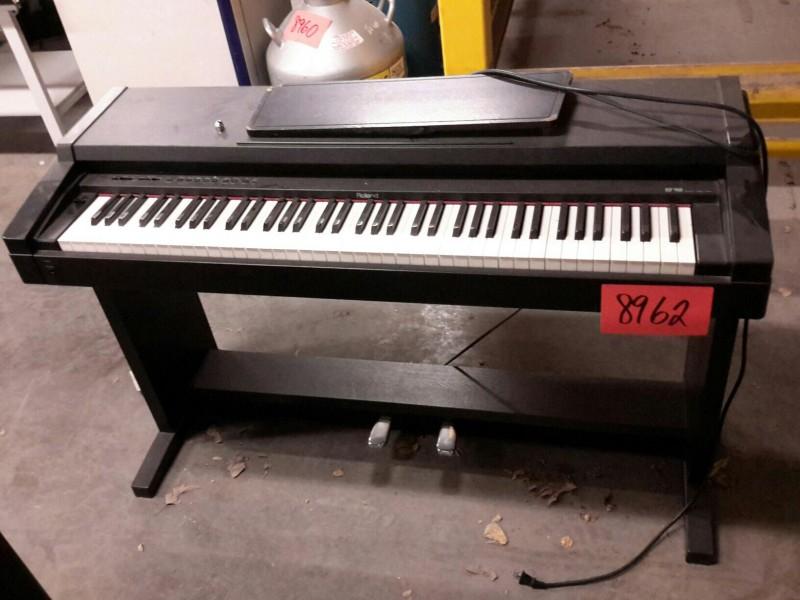ibid lot 8962 roland model hp 900 digital piano. Black Bedroom Furniture Sets. Home Design Ideas