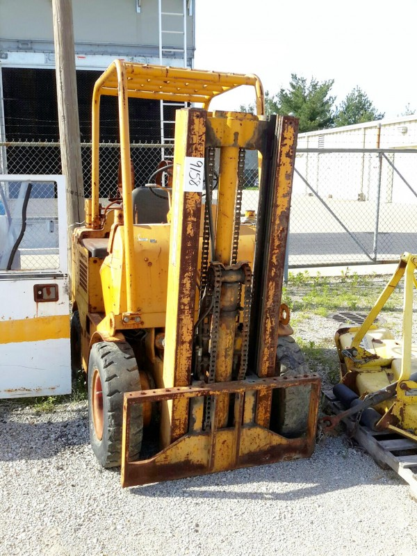 Ibid Lot 9158 Towmotor Forklift Model 4 4153