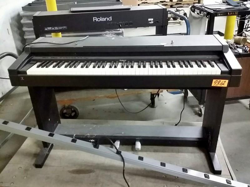 ibid lot 9312 roland model hp 900 digital piano. Black Bedroom Furniture Sets. Home Design Ideas