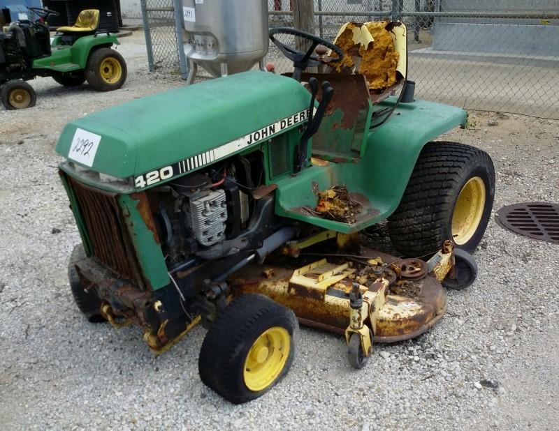 ibid lot  2292  john deere model 420 lawn tractor