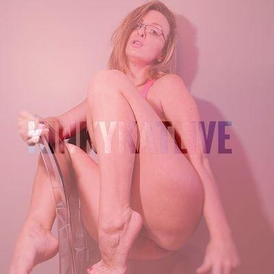 @Kinkykatlive