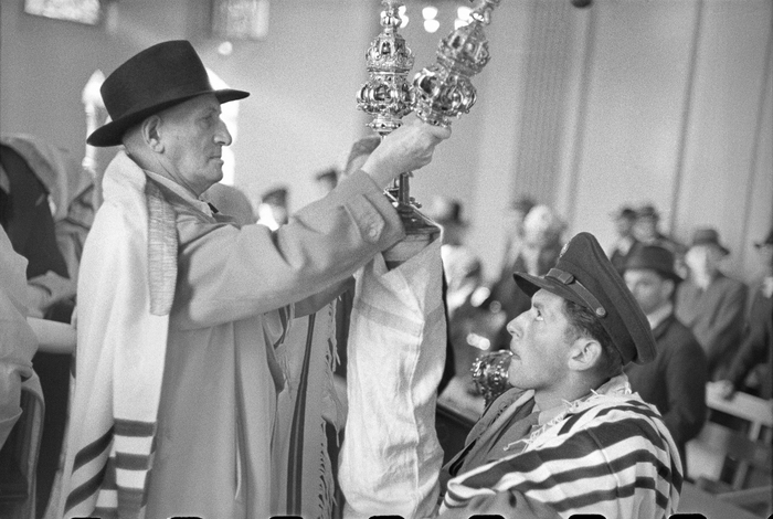 [PFC Werner Nathan of New Jersey at the first Rosh Hashanah service held in the city since 1938, Fraenkelufer Synagogue, Berlin]