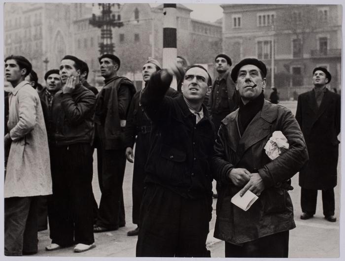 [People watching planes, Barcelona]