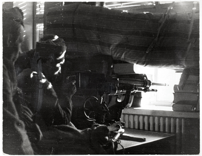 [Republican soldiers firing machine guns, University City, Madrid]