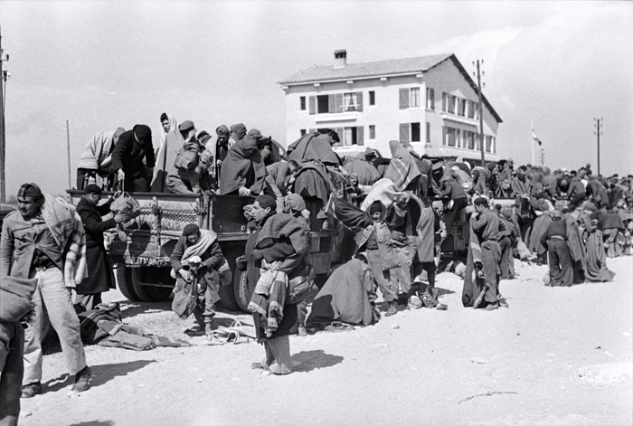 [Prisoners about to be transported from one part of an internment camp for Spanish refugees to another, Le Barcarès, France]
