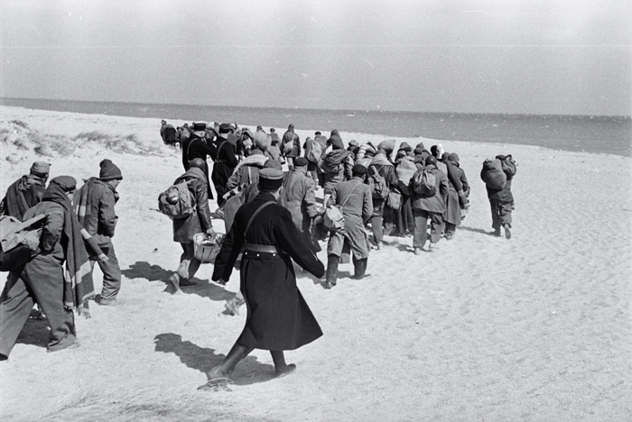 [Prisoners being transferred from one part of an internment camp for Spanish refugees to another, Le Barcarès, France]