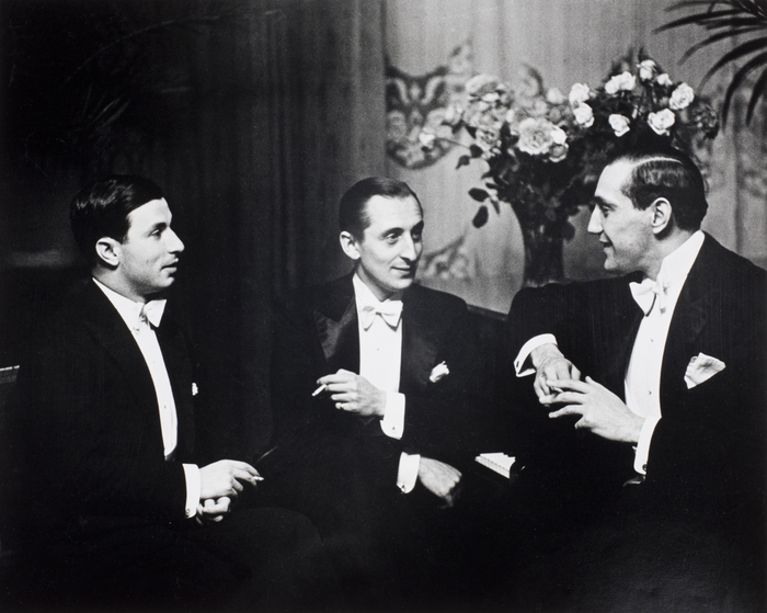 Nathan Milstein (violin), Vladimir Horowitz (piano), Gregor Pitiagorsky, relax after having played a Beethoven trio, Berlin