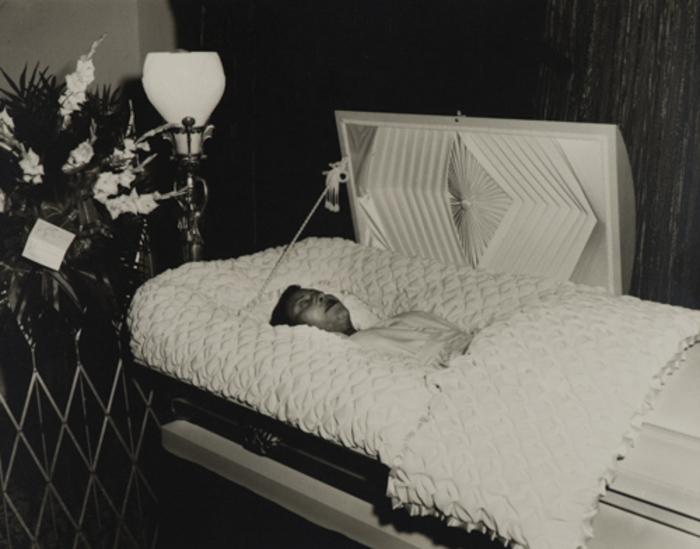 [Postmortem Unidentified Woman]