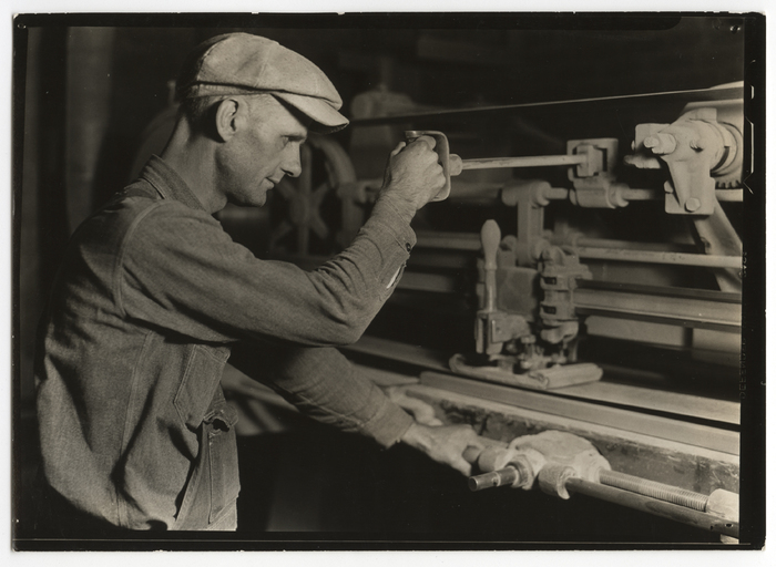 [Worker using automatic stroke (HGS) sander, Tomlinson Chair Manufacturing Company, High Point, North Carolina]